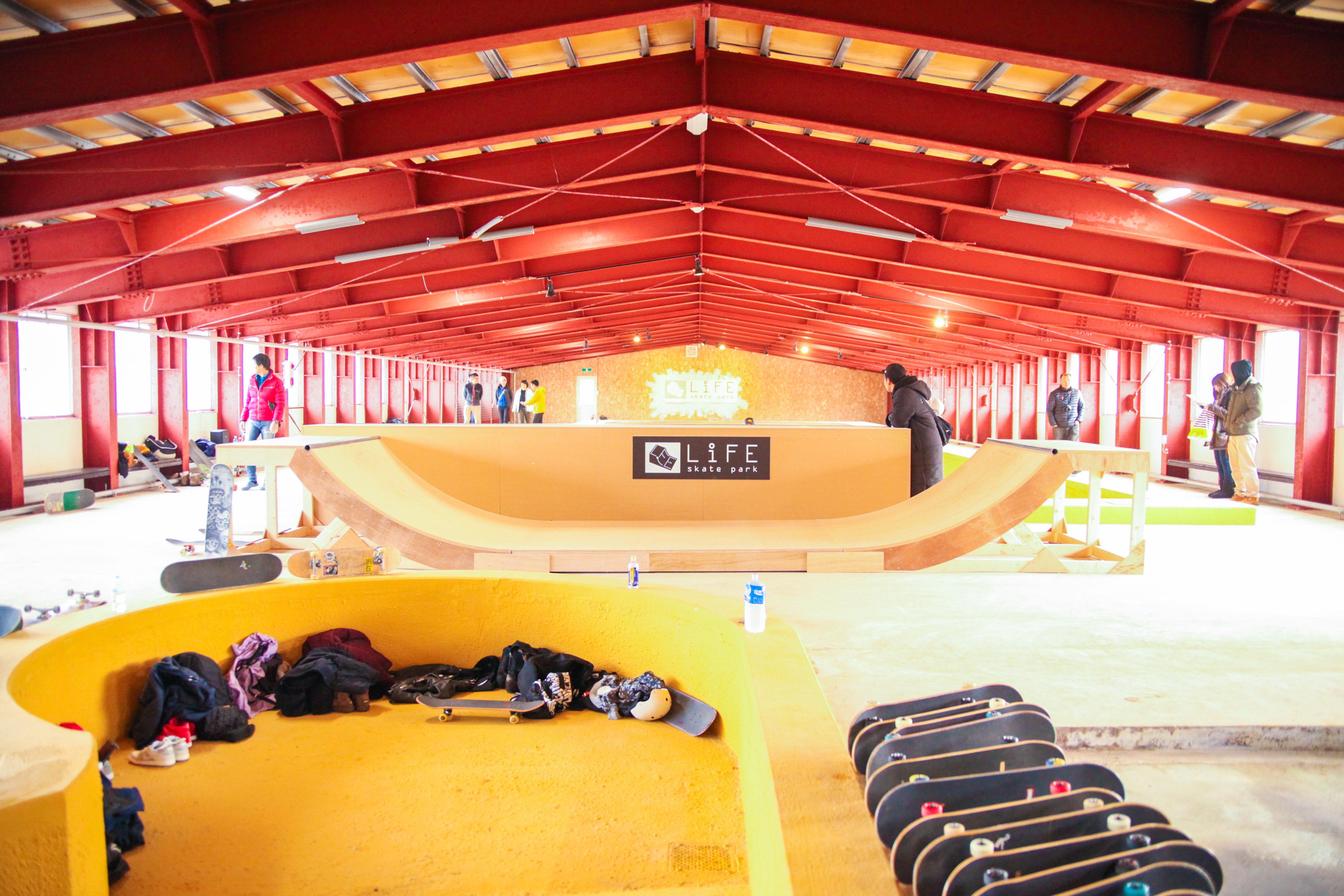 北海道最大級の屋内スケートパーク併設 life in bihoroがグランド